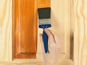 wood-staining-brush